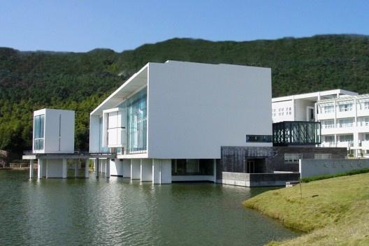 Biblioteca do Wenzheng College, Suzhou University, Suzhou, China, 1999-2000. Arquiteto Wang Shu<br />Foto Lu Wenyu  [Pritzker Prize]