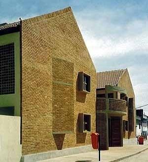 Fernão Cardim, Edifícios de realocação, arquiteto Jorge Mario Jáuregui<br />Foto de Gabriel Leandro Jaurégui