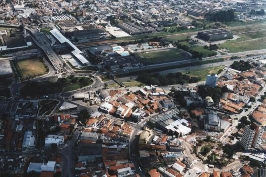 Terminal Rodoviário de Santo André sobre a estrada de ferro [Acervo da autora, 2003]