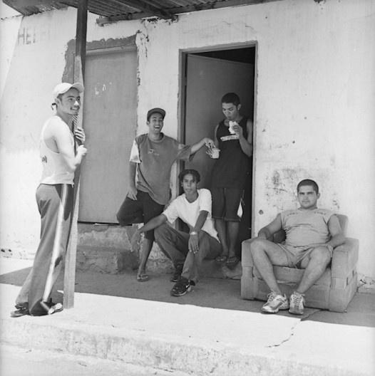 Jovens na periferia do DF, Brasília, 2000<br />Foto Thomaz Farkas