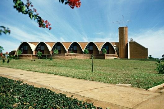 Residência dos Padres Claretianos, Batatais SP, 1981-82. Arquitetos Affonso Risi e José Mário Nogueira Jr<br />Foto divulgação