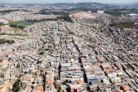 Periferia de Carapicuíba, Região Metropolitana de São Paulo, 2014<br />Foto Fernando Stankuns  [Creative Commons]