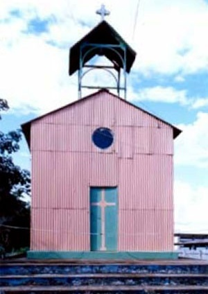 Capela em ferro, único exemplar na região do fabricante Lincoln Burlier, Rio Branco, 1910 [Tomada da autora, 1999]