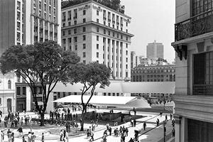 Praça do Patriarca, São Paulo<br />Foto Nelson Kon