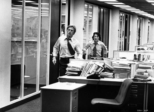 """Cena do filme <i>Todos os homens do presidente</i> (""""All the President's Men"""", 1976), direção de Alan J. Pakula, roteiro de William Goldman, com Dustin Hoffman e Robert Redford<br />Foto divulgação"""