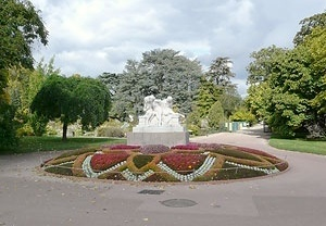 Estátua marcando a entrada do jardim botânico do Parc de la Tête d'Or<br />Foto: Jovanka Baracuhy C. Scocuglia