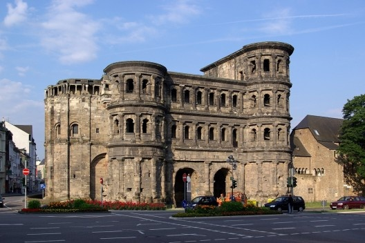 Porta Nigra, in Trier (Germany), whose north side was partially deconstructed in the Middle Age for the reuse of iron and lead braces<br />Photo Berthold Werner  [Wikimedia Commons]