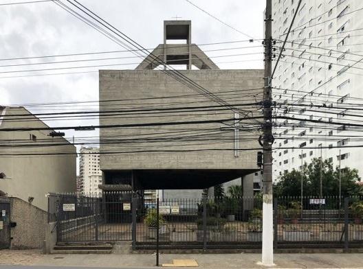 Igreja São Bonifácio, 1964-66, arquiteto Hans Broos. Vista a partir da rua<br />Foto Marcos José Carrilho