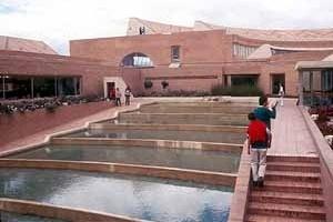 Biblioteca Popular Virgilio Barco, Bogotá. Arquiteto Rogélio Salmona<br />Foto Roberto Segre