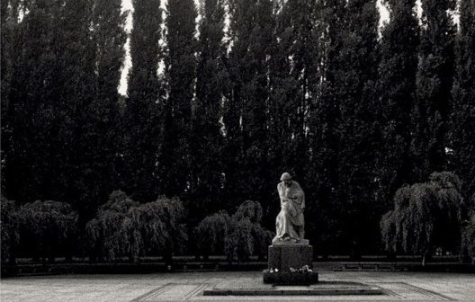 Sin título. Berlín Oriental. 1988<br />Foto Boris Kossoy