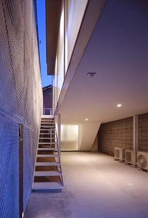 Escada de acesso exterior<br />Foto Tomotsu Kuruwada