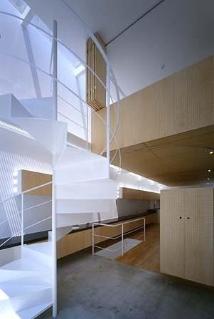 Hall e escada de ligação aos quartos<br />Foto Tomotsu Kuruwada
