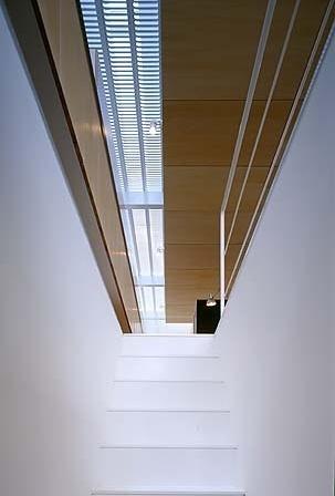 Escada de acesso dos sanitários à sala de estar<br />Foto Tomotsu Kuruwada