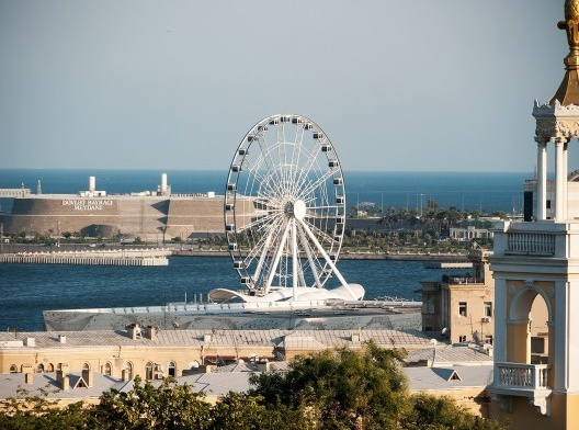 Roda-gigante de Baku, Azerbaijão<br />Foto Matti Blume  [Wikimedia Commons]