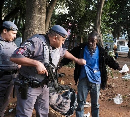 """Ação policial no bairro dos Campos Elísios, a """"Cracolândia"""", centro de São Paulo<br />Foto Tommaso Protti"""