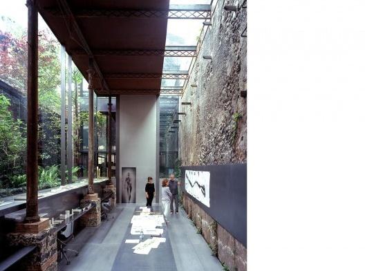 Barberí Laboratory 2008 Olot, Girona, Spain<br />Fotografía Hisao Suzuki  [Website Pritzker Prize]