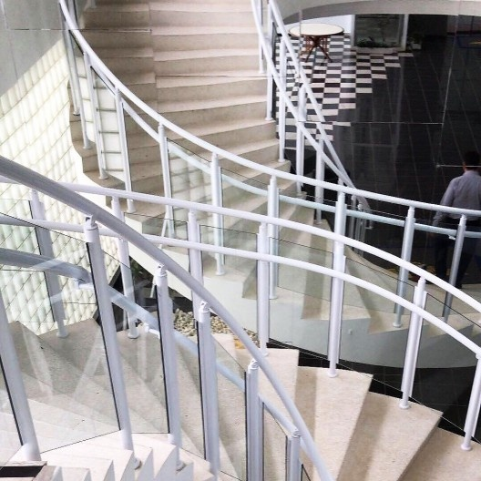 Departamento de Ciência e Tecnologia Aeroespacial – DCTA, detalhe da escada com o novo parapeito, São José dos Campos, 1947. Arquiteto Oscar Niemeyer <br />Foto Rolando Piccolo Figueiredo