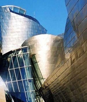 Detalhe da vidraçaria que ilumina o hall principal
