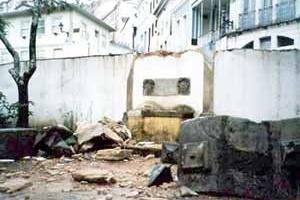 Chafariz da Igreja de Nossa Senhora do Pilar de Ouro Preto após o acidente<br />Foto Clarisse M. Villela