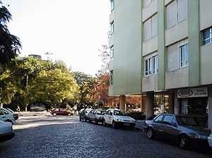 Edifício modernos no comercial e histórico
