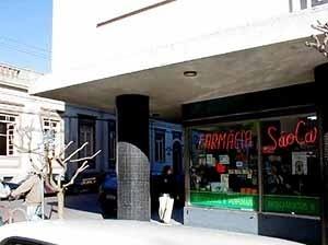 Edifício modernos no centro comercial e histórico