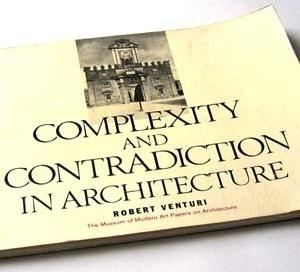 Complexity and contradiction in architecture, de Robert Venturi. Nova York, Museum of Modern Art and Graham Foundation, 1966. ISBN 08-707-0282-3
