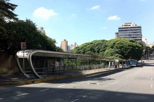 Estação de transferência, 2002-2004, arquitetos Marcelo Consiglio Barbosa (Mackenzie, 1984) e Jupira Corbucci<br />Foto Abilio Guerra