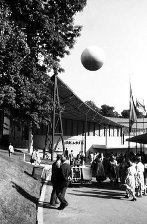 Pavilhão do Brasil na Exposição Internacional de Bruxelas. Arquiteto Sérgio Bernardes, 1958 [Acervo Família Sérgio Bernardes]