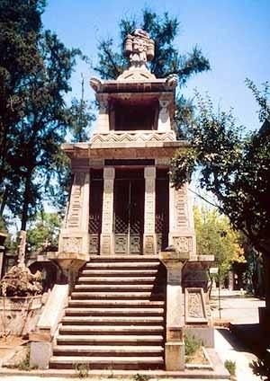 Tebaldo Brugnoli. Mausoleo de Nazario Elguin y familia (1893). Cementerio Central, Santiago de Chile.