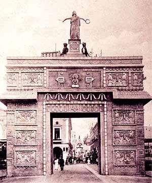 Arco maya en honor a Porfirio Díaz (1906). Mérida, Yucatán (México). (Col. CEDODAL, Buenos Aires).