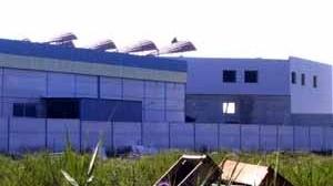 Fig. 27 – Lucernarios de edificio de oficinas en Gelves. J. M. Almodóvar, 2004