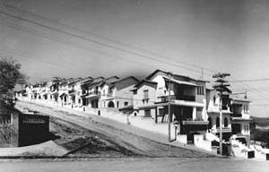 Grupo de 16 residências na avenida Pompéia, esquina com a rua Cajaíba