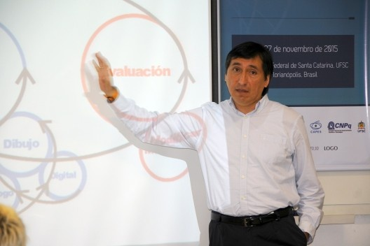 XIX Sigradi Florianópolis 2015, professor Pablo Herrera apresentando artigo<br />Foto Hamilton Nogueira