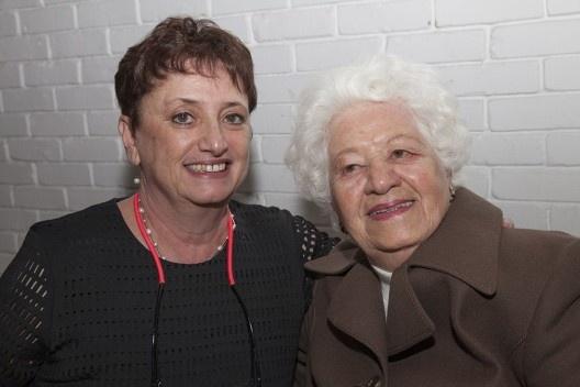 """Jacyra Ayoub Silva, mãe da autora, e Helena Ayoub, festa de lançamento do livro """"Abrahão Sanovicz, arquiteto"""", IAB/SP, 22 ago. 2017<br />Foto Fabia Mercadante"""