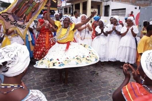 Samba de Roda Raízes de Angola durante a festa de Cosme e Damião, São Francisco do Conde, Bahia<br />Foto Luiz Santos  [Portal Iphan]