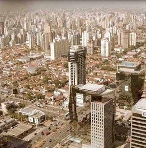Rua Verbo Divino: exemplo das transformações em curso na paisagem urbana da cidade de São Paulo [MEYER, R. M. P. Org.]