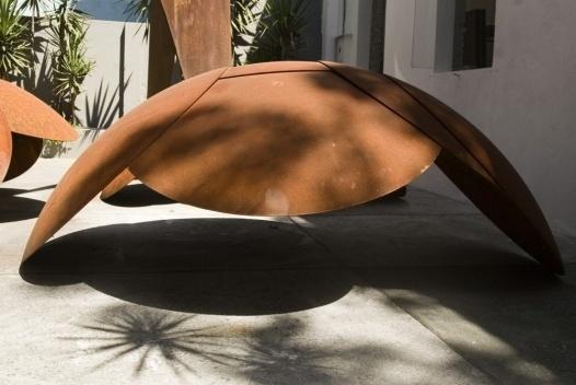 Tartaruga 1/2, escultura em aço cortén, 105 cm. José Resende [Paulo Darzé Galeria de Arte]