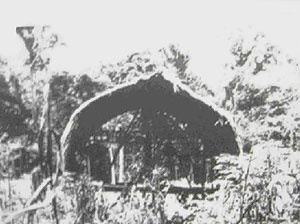 Figura 9: Habitação indígena Waiãpi - Amazônia Brasileira [GALLOIS, 1983]
