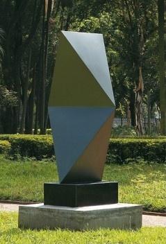 Sérvulo Esmeraldo. Sem título, 1985. Escultura em aço, 215 x 84 x 50 cm.<br />Foto Isabella Matheus  [Acervo Pinacoteca do Estado de São Paulo. Aquisição Governo do Estado de São Paulo, 2001]
