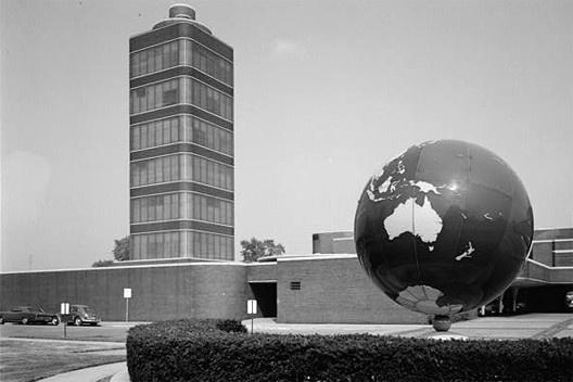 Figura 9 - Frank Lloyd Wright, Torre de Pesquisas, Ceras Johnson, Racine, Wisconsin, 1943-50. <br />Foto Jack E. Boucher  [Wikimedia Commons]