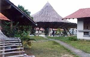 Ao fundo, Restaurante Chapéu de Palha, Manaus, 1967, Arquiteto Severiano Porto<br />Foto Mirian Keiko Ito Rovo