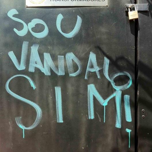 """""""Sou vândalo sim!"""", Avenida Paulista, São Paulo<br />Foto Abilio Guerra  [Série """"A cidade fala""""]"""