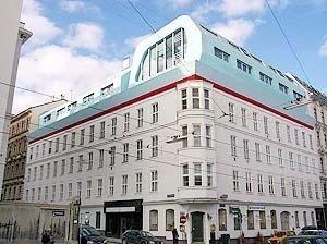 Apartamentos em acréscimo sobre edifício na Spitalgasse, Heinz Lutter, Viena, 2003