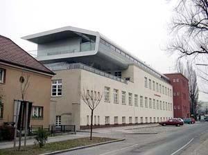 Escola Natorpgasse, Andreas Treusch, Viena, 2001
