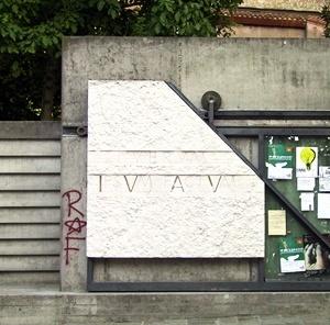 Portão da Escola de Arquitetura do Istituto Universitario di Architettura di Venezia, Veneza. Arquiteto Carlo Scarpa<br />Foto AG