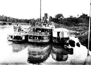 Encontro do espaço natural com a modernidade. Victória, barco de propriedade da firma comercial do Pará Barbosa e Tocantins, parado na foz do rio Antimary [FALCÃO, 1907, p.62]