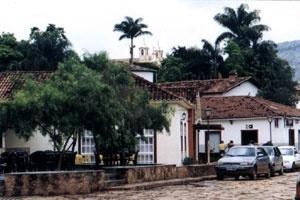Vista do Largo das Forras, ao fundo e acima, se observa as torres da Matriz de Santo Antônio [acervo do autor]