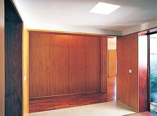 Casa Milhundos, hall de entrada, vista para a sala<br />Foto Luís Ferreira Alves