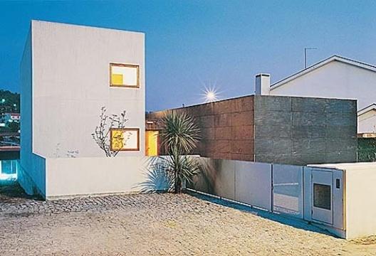 Casa Milhundos, elevação Noroeste, acesso<br />Foto de Luís Oliveira Santos