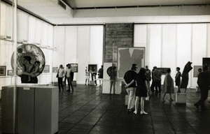 Interior da Pinacoteca do Masp já com as persianas, cerca 1970
